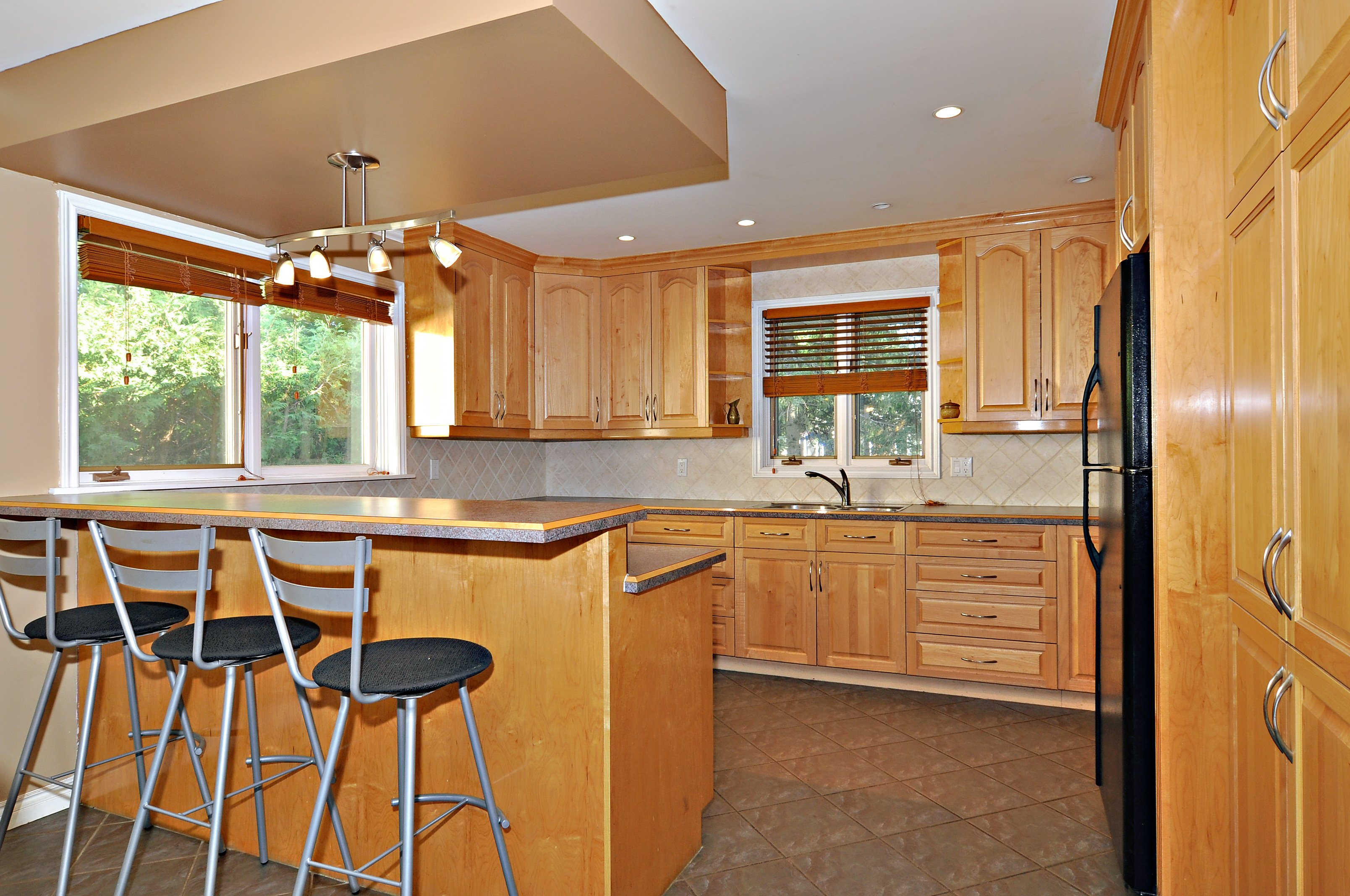 13_tripp_crescent_mls_hid746807_roomkitchen4